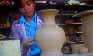 Video of a modern-day Cambodian potter.