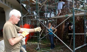 Patrick Dougherty guides volunteers working on his installation at Honolulu Museum of Art.