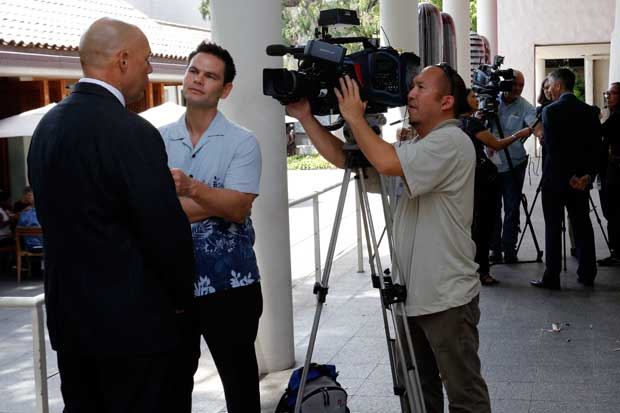 Hawaii News Now's Chris Tanaka interviews Wayne Wills, special agent in charge for HSI Honolulu.
