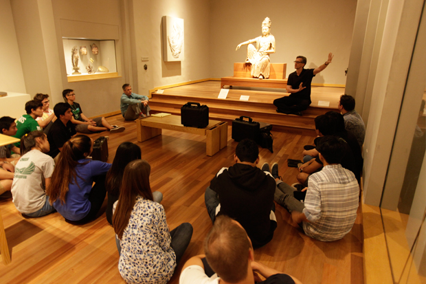 Shawn Eichman talks to students about 'Guanyin'