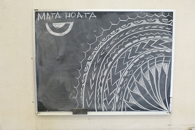 A 'mata hoata,' or Marquesan eye pattern, drawn by Toetu'u in his classroom at the Art School.