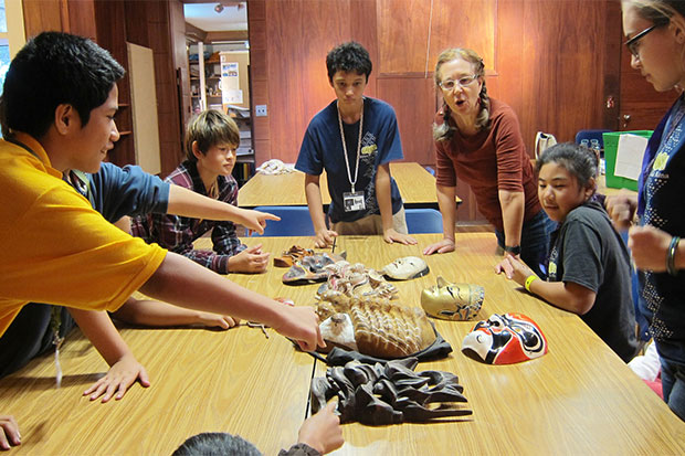 O'ahu students interacting with works in the museum's lending collection.