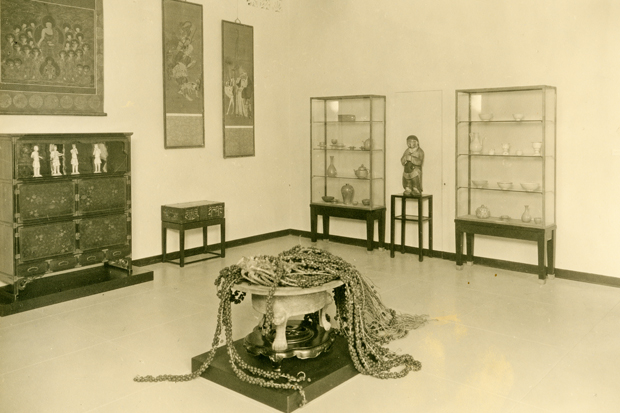 The Korea Gallery on the museum's opening day in 1927.