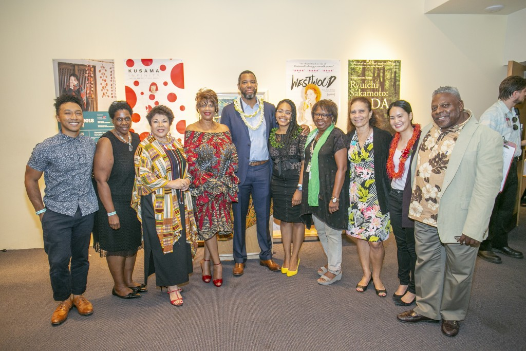 Ta-Nehisi Coates with the Honolulu African American Film Festival committee: Ethan Caldwell, Marsha McFadden, Tadia Rice, Sharon Yarbrough, Akiemi Glenn, Sandra Simms, Daphne Barbee-Wooten, Taylour Chang, and John Nichols. (Photo: Shuzo Uemoto)